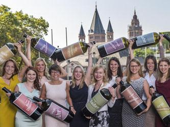 Kandidatinnen für die Deutsche Weinkönigin. Foto: Torsten Silz/Archiv