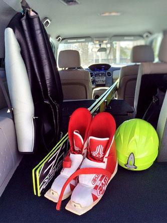 Ob die Ski und das Zubehör so im Auto richtig verstaut sind? (Symbolfoto; Foto: pixabay.com / Wokandapix)