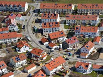Eine Neubausiedlung von oben. Foto: Peter Kneffel/Archiv
