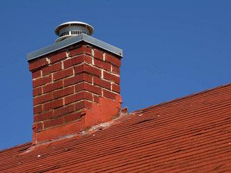 Auch an den Schornstein müssen Immobilienbesitzer denken (Foto: pixabay.com / PDPhotos)