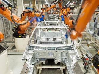 Kuka ist Weltmarktführer bei Robotern für die Autoindustrie. Foto: Julian Stratenschulte