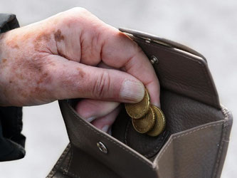 Zum 1. Juli werden 160 000 Rentner erstmals steuerpflichtig. Foto: Stephanie Pilick