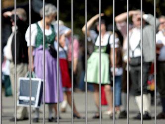 Mit einem Rucksackverbot, Personenkontrollen und einem mobilen Zaun am Rand des Wiesn-Geländes will die Stadt München die Sicherheit auf dem Oktoberfest erhöhen. Foto: Lukas Barth