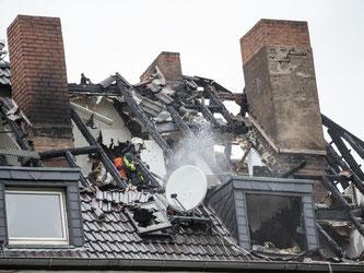 Nach einem Hausbrand stehen viele Bewohner vor dem finanziellen Ruin. Davor schützen können Wohngebäudeversicherungen. Foto: Maja Hitij