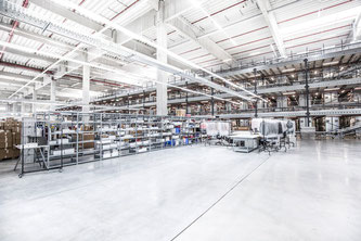 Blick in das neue Logistikzentrum (Foto: obs/mytheresa.com GmbH)