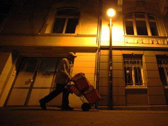 Zeitungszusteller: Rund 2,5 Millionen Arbeitnehmer haben neben ihrer sozialversicherungspflichtigen Stelle einen Nebenjob. Foto: Fredrik von Erichsen/Archiv