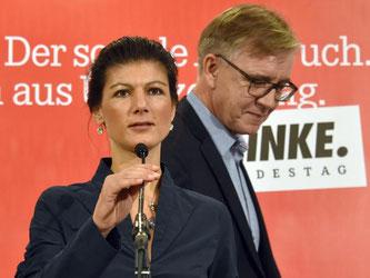 Wagenknecht und Bartsch wehren sich gegen Gysis Kritik. Foto: Bernd Settnik/Archiv
