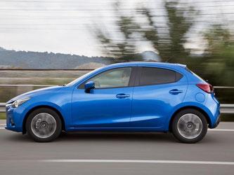 Der Kleine ist jetzt größer. Der Radstand wächst um acht, die Länge um vierzehn und die Höhe um zwei Zentimeter. Foto: Mazda