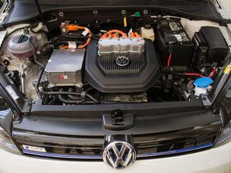 Motor eines Elektro-Golf: VW erwägt den milliardenschweren Bau einer eigenen Batteriefabrik. Foto: Sebastian Gollnow