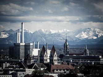 """Neben Frankfurt liegt München bei Spitzenmieten in der Kategorie """"Büroräumlichkeiten"""" voran (Symbolbild; Foto: pixa-bay.com / fcja99)"""