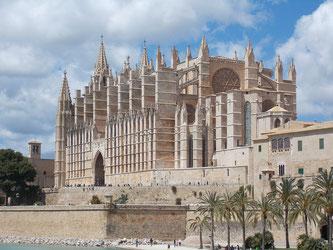 Die bekannte Kathedrale von Palma in Hauptstadt der Bale-areninsel Mallorca (Symbolbild; Foto: pixabay.com / Hans)