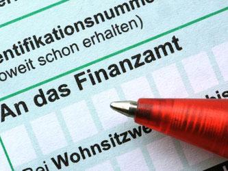 Nach der Steuererklärung folgt der Steuerbescheid vom Finanzamt. Wird dieser nachtrräglich geändert, darf dies nicht zulasten des Steuerzahlers gehen. Foto: Armin Weigel