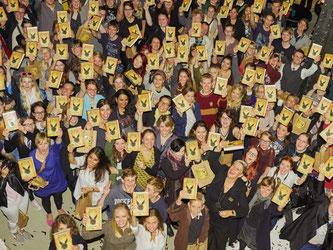 Fans in Hamburg: Harry Potter (ver)zaubert wieder. Foto: Georg Wendt