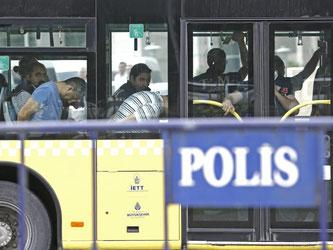 Seit dem Putschversuch sind zehntausende Staatsbedienstete suspendiert, mehr als 8500 Menschen festgenommen worden. Foto: Sedat Suna