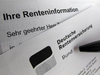 Die Deutschen können nach einer Studie künftig möglicherweise erst mit 73 Jahren in Rente gehen. Foto: Franz-Peter Tschauner/Archiv