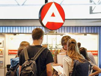 Es gibt viele freie Stellen in Deutschland. Allein öffentliche Verwaltungen suchten derzeit 10 600 Mitarbeiter - ein Zuwachs von knapp 75 Prozent. Foto: Dominique Leppin