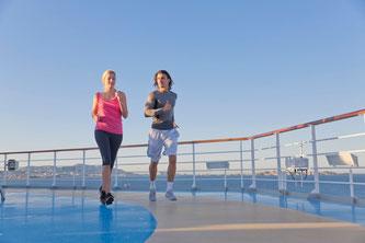 Fitness an Bord ist hoch im Kurs (Foto: obs / Wort & Bild Verlag - Apotheken Umschau / F1online_Westend61)
