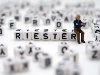 Wer eine Riester-Rente abschließt, sollte an Angehörige. Die staatliche Förderung und das Ersparte erhalten Hinterbliebene nur unter bestimmten Bedingungen. Foto: Andrea Warnecke
