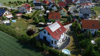 Im März hat das Unternehmen 400 Solaranlagen mit einer Gesamtleistung von über 1,5 MWp verbaut (Foto: obs / MEP Werke)