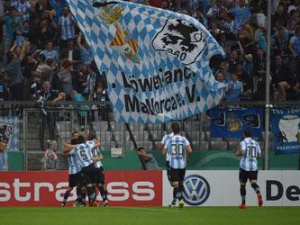 Der TSV 1860 München hat mit dem 2:1-Sieg gegen den KSC die 2. Runde erreicht. Foto: Angelika Warmuth