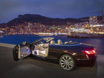 Das neue S-Klasse Cabriolet ist da. Hier glänzt es außen in rubinschwarz-mettalic und innen mit Leder. Foto: Daimler AG
