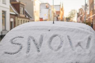 Autofahren im Winter: das ist nicht immer so einfach möglich (Foto: pixabay.com / Skitterphoto)