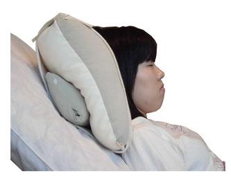 頭を高くしてあごを引く姿勢で、喉の筋肉の緊張が緩み飲み込みやすくなる