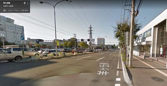 事故現場となった豊平区役所前の羊ケ丘通(google street viewより)