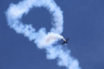 Smoke on: Nicht nur Mike Rottland wird seine Kunstflugfiguren mit Rauch an den Himmel zaubern.