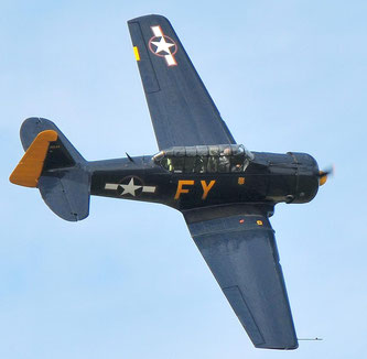 Toller Schnappschuss der North American AT-6A Texan N13FY (Foto: Peter Wirminghaus).