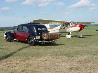 Auch Oldtimer-Fahrzeuge sind beim Nostalgischen Flieger-Picknick herzlich willkommen (Foto: Werner Frings)