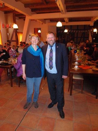 Rüdiger Wohlers und Heike Neunaber begeistern das Publikum mit ihrer großen Cornwall-Nacht. - Foto: Kathy Büscher