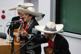 Mariachi band Saboten gives a performance at the lecture hall. Image from Chuo University Public Relations Office