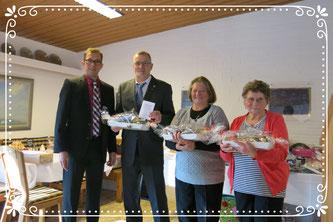 li im Bild, Vorsitzender Jürgen Lindner mit Roland Wiedemann (40 Jahre Vereinstreue), Maria Klein (25 Jahre Vereinstreue), Gertraud Schmid (re. im Bild) gratulierte man zu ihrem 80. Geburtstag.