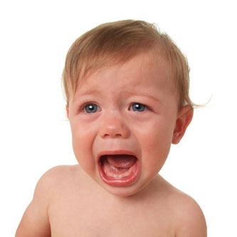 Babys bekommen erste Zähne selten problemlos ( © Hannamariah - Depositphotos )