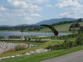 """Das Kunstwerk """"Mythos Drache"""" am Drachensee bei Furth im Wald"""