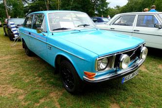Auch NOSW Mitglieder Erika und Hans Niemann mit ihrem Volvo 142 waren dabei