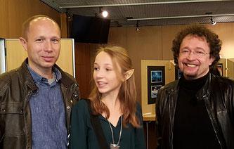 Mark Lanvall mit Albin und Starautor Bernhard Hennen (rechts)