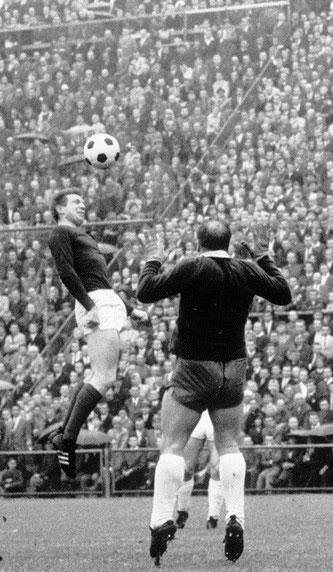 Gerd Koll während der Bundesliga Aufstiegsrunde 1965 am Gladbacher Bökelberg. Fotos: PN/HB