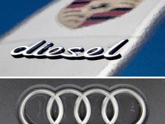 Die Logos des Fahrzeugherstellers Porsche (oben) und das Audi-Logo. Foto: Christoph Schmidt/Julian Stratenschulte/Archiv