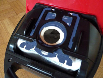 Staubsaugerbeutel bestehen aus einem speziellen Material. Sie werden von ganz verschiedenen Firmen hergestellt. Foto: Stefanie Paul