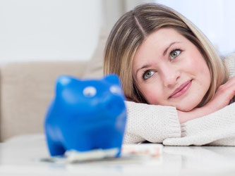 Wer frühzeitig für das Alter spart, kann jeden Monat kleine Raten einzahlen. Denn der Faktor Zeit spielt Sparern in die Hände. Foto: Christin Klose