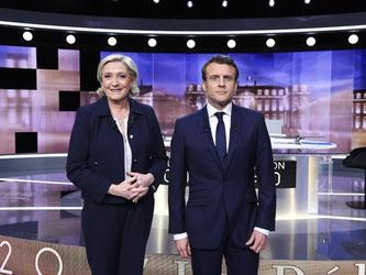 Le Pen und ihr Gegner Macron bei ihrer letzten Live-TV-Debatte vor dem Finale der französischen Präsidentenwahl. Foto: Eric Feferberg