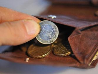 Da die Verbraucherpreise im Vergleich der beiden Quartale nahezu unverändert blieben, hatten die Beschäftigten real deutlich mehr Geld in der Tasche. Foto: Andreas Gebert