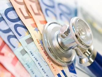 Für ihren Versicherungsschutz zahlen privat Krankenversicherte in der Regel sowieso mehr bei der gesetzlichen Krankenkasse. Nun wird es noch teurer. Foto: Franziska Gabbert