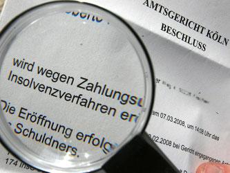 Insolvenzbeschluss eines Amtsgerichtes. Laut Statistischem Bundesamt gab es im vergangenen Jahr 21 518 Firmenpleiten, 2015 noch 23 101. Foto: Oliver Berg