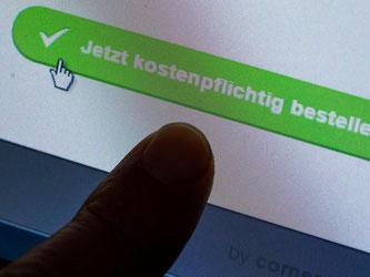 Immer mehr Betrüger bringen mit vermeintlichen Schnäppchen in Online-Shops Verbraucher um ihr Geld. Foto: Jens Büttner/Symbolbild