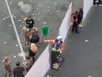 Festivalbesucher müssen in Nürburg das Musikfestival Rock am Ring verlassen. Foto: Thomas Frey