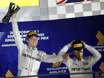 Nico Rosberg rechnet weiterhin mit Mercedes-Kollege Lewis Hamilton (r). Foto: Lynn Bo Bo