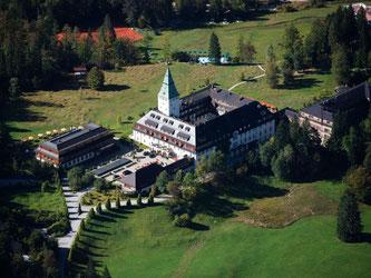 Schloss Elmau wird streng abgeriegelter Schauplatz des G7-Gipfels sein. Foto: Peter Kneffel/Archiv